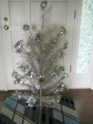 Aluminum Pom Pom Christmas Tree 4 Ft Tall 33 Branches