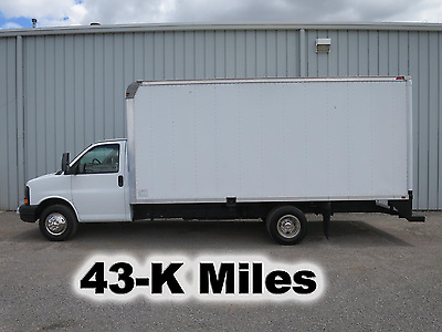 3500 6.0 V-8 Gas 17-Ft Box Cube Van Delvery Service Utility Truck 43-K Low Miles