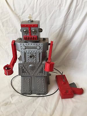 VINTAGE 1950s Ideal Toys ROBERT THE ROBOT Plastic Remote Control Toy NICE