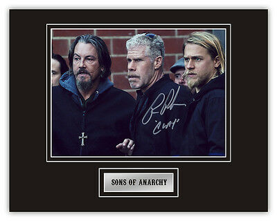 •Sale• Sons Of Anarchy Ron Perlman (Clarence 'Clay' Morrow) Signed 14x11 Display
