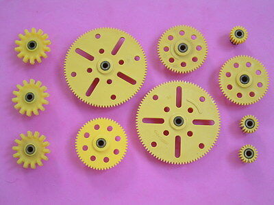 11 x Meccano yellow plastic gears. All with grub screws.  2 pics. VGC.
