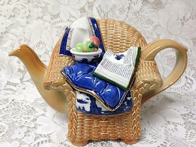 Royal Doulton, Booths Real Old Willow, Blue Willow Teapot 8.5inx5.5inx5.5in