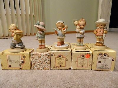 Memories of Yesterday Lot of 5 Figurines - Statues - Good Condition