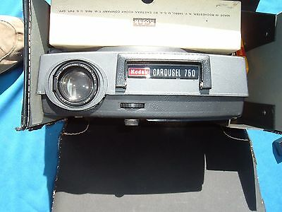 KODAK CAROUSEL 750 w/ manual complete in case remote and all