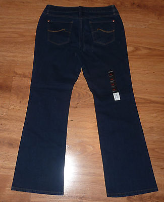 Nwt $50 APT. 9  Boot  CUT  STRETCH Jeans  10 S