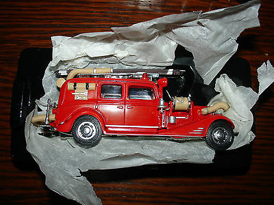 Matchbox Models of Yesteryear YFE03 1933 Cadillac Vintage Fire Wagon 1:64 Scale