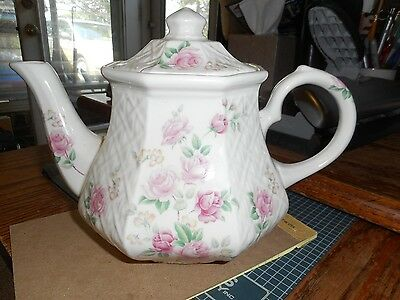 Sadler/Windsor Hexagon Teapot Roses With Basket Weave Pattern  England