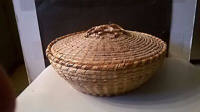 """Vintage Hand Made 2 Tone Basket with Lid and Handle 8"""" Diameter"""