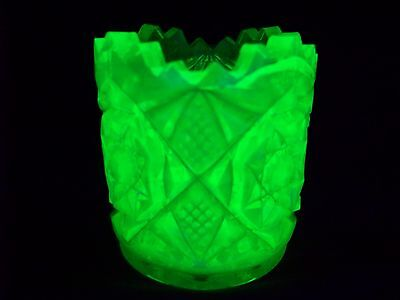 VASELINE GREEN URANIUM GLASS SAW TOOTH PATTERN TOOTHPICK HOLDER  (( id121255 ))