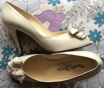 vintage 80s Russell & Bromley white leather high stiletto heel bow shoes 7 7.5