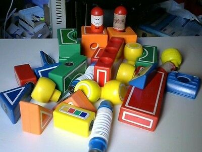 39 Assorted Magentic Building Blocks Inc Car Bases, Wheels and More