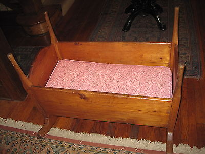 Antique/Primitive Pine Baby/Doll Cradle Early 1800's Square Nails