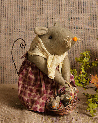 Country Mama mouse with basket of baby mice Shelf Sitter star Primitive 7.5""