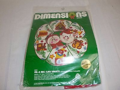 1981 Dimensions Mr & Mrs Claus Wreath Crewel Embroidery Kit 8005 Christmas Santa