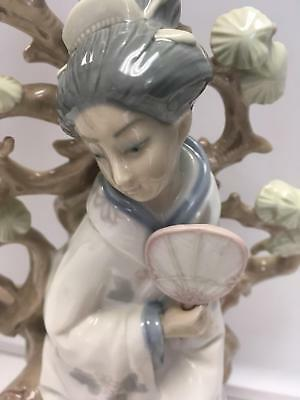 LLADRO Glossy Figurine Geisha Woman Fanning Herself Seated by Gingko Tree EUC