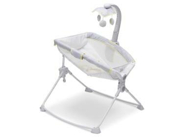 New Disney Winnie the Pooh Deluxe 3-in-1 Activity Rocker, Feeder and Sleeper -