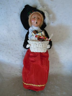 1995 Byers Choice Caroler Woman Carrying A Basket