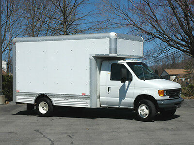 2006 Ford Cutaway 12 Ft Service / Delivery Box Truck / Loading Ramp
