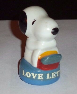 Vintage 1966 UFS Peanuts Snoopy Love Letters Ceramic Figurine in GUC