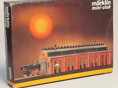 8981 Marklin Z-scale Locomotive Shed Kit  with Automatic electric doors