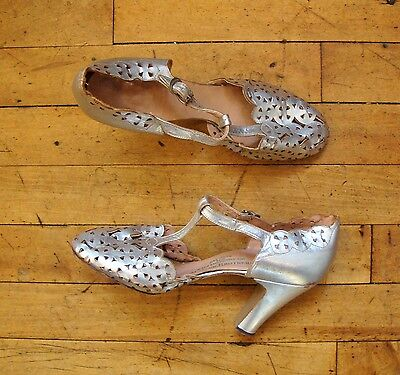 Vintage 1930's Silver Leather T Strap Dancing Pumps with Art Deco Cutouts * 5.5