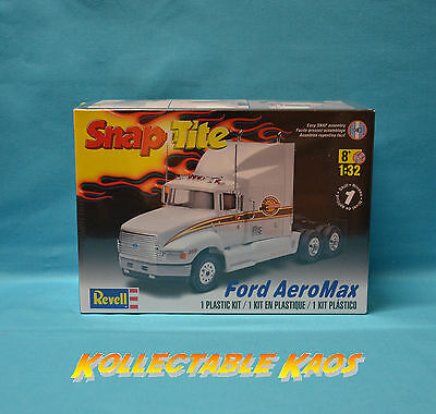 1:32 Revell - SnapTite - Ford AeroMax Plastic Model Kit(85-1975)