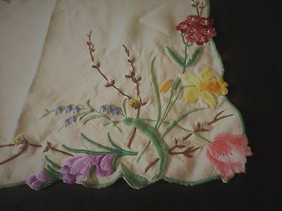 """SUPERB HEAVILY EMBROIDERED LINEN TABLE CLOTH 41"""" x 41"""" DAFFODILS TULIPS CROCUS"""