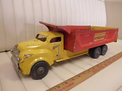 "1950s LINCOLN Hydraulic Action Dump Truck Pressed Steel Toy 19-1/2"" red CANADA"