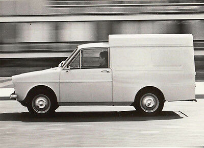Daf 33 Delivery Van Period Photograph.