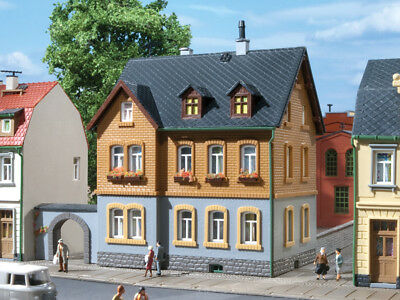 12258 AUHAGEN HO Beautiful home 2 floors with courtyard and arc