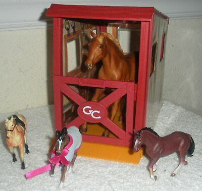 "GC Grand Champion HORSE STABLE Building 10"" X 5""  w/ 4 Horses"