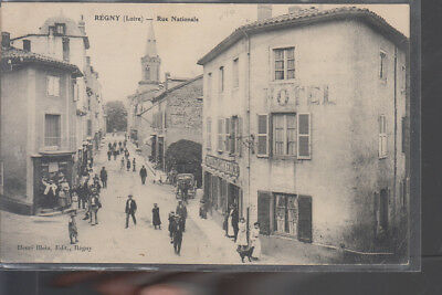 CPA  REGNY  Loire  Rue Nationale  Animation