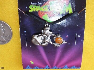 Pepe Lepew Space Jam Necklace MOC Pepe lepew With Basketall New Item