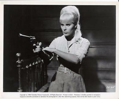 Elke Sommer-Original Photo-Portrait-Shooting Gun