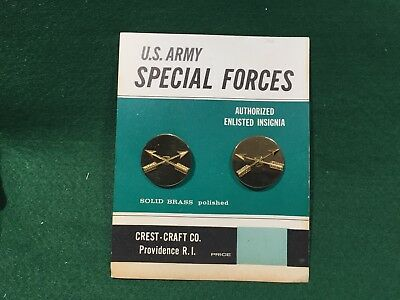 Vintage US Army Special Forces Enlisted Insignia on Original Crest Craft Card