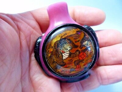 Interesting Old Chinese Snuff Bottle - Stylised Pictures - Raised Panels - Rar