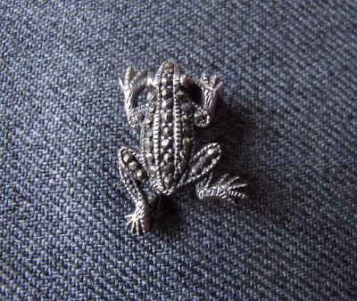 Vintage  Jeweled Marcasites 925 Sterling Miniature Frog Pin