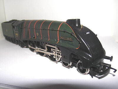 HORNBY RAILWAYS R350 BRc CLASS A4 4-6-2 'MALLARD' No. 60022  - VNM/UNBOXED
