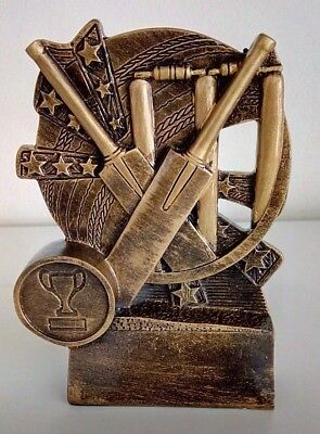 Cricket Trophy - Crossed Bats Details - Free Engraving & Delivery