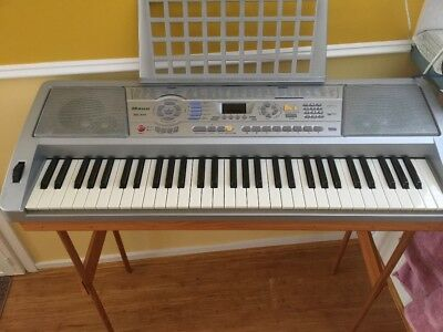keyboard very good condition with stand