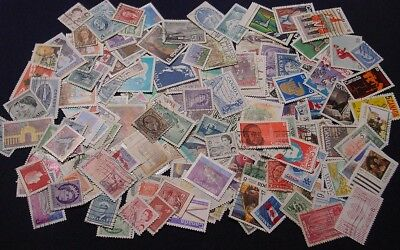 CANADA 200 different used, a good range of stamps.