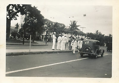 1940 sailors' Hawaii Photo Honolulu street scene sailors, city hall