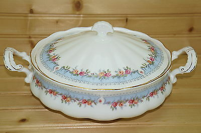 Paragon Bridesmaid Round Covered Vegetable Serving Bowl with Lid, 8 3/4""