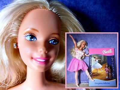 Lovely barbie doll, ballerina, with a dutch book, 2004