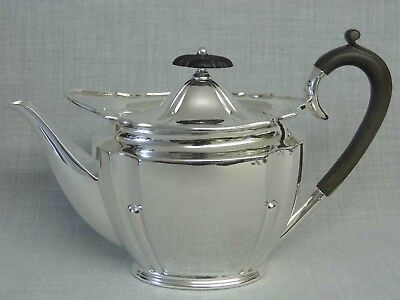 A Superb Large Antique Edwardian Solid Sterling Silver Teapot - Roberts & Belk