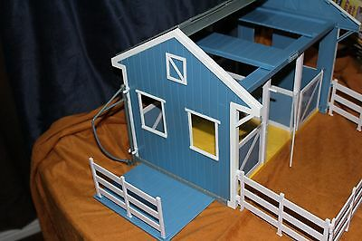 2012 Breyer Country Stable With Wash Stall Playset   1:12 Scall No.699 Western