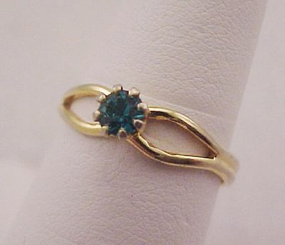 Vtg Emerald Green RS Gold Tone SOLITAIRE Ring Ladies Adj Size 7