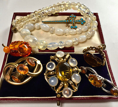 MIXED LOT VINTAGE/ANTIQUE JEWELLERY (brooches, pendant/ necklace/tooth pick)