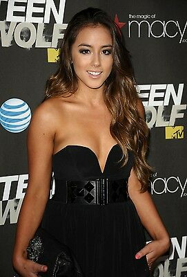 Chloe Bennet Unsigned 8x12 Photo (16)
