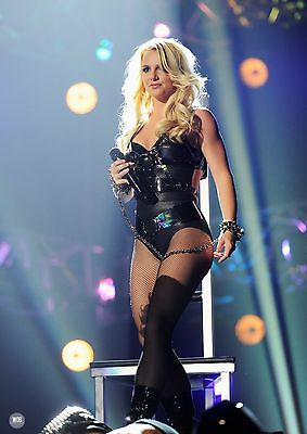 Britney Spears Unsigned 8x12 Photo (113)